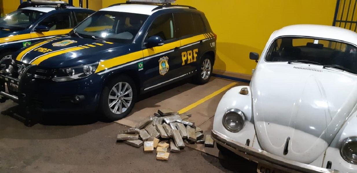 Polícia Rodoviária apreende Fusca recheado de maconha em Palmital — Foto: Divulgação/Polícia Rodoviária