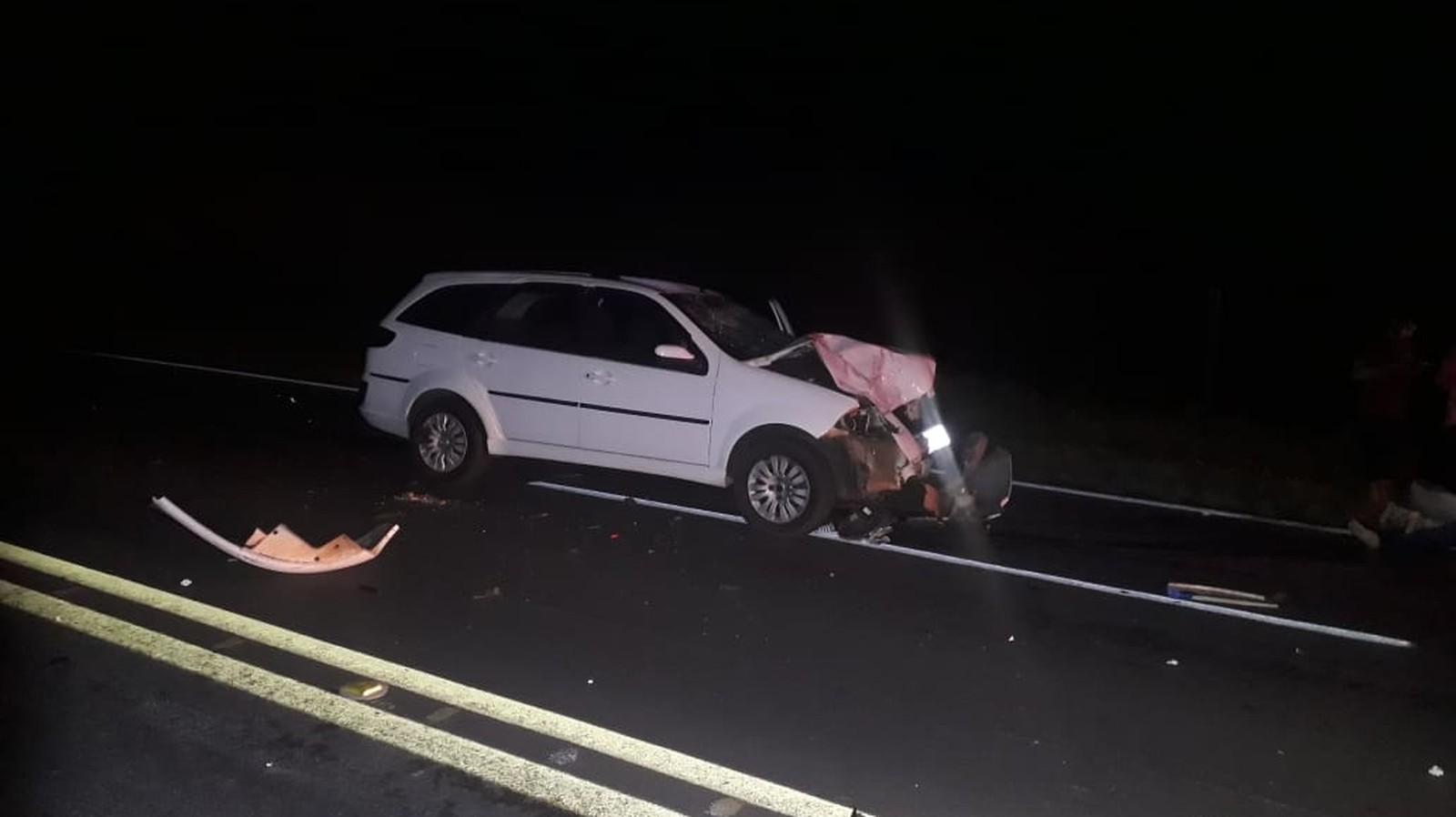 Veículo invadiu a pista contrária em Bastos e atingiu a moto — Foto: Tupaense Notícias/Divulgação
