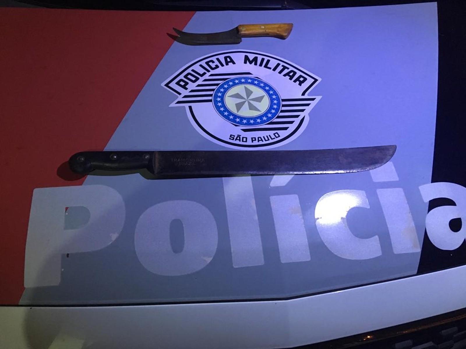 Facas foram apreendidas, em Osvaldo Cruz — Foto: Polícia Militar