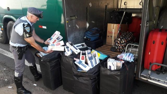 Cigarros contrabandeados foram apreendidos em Presidente Prudente — Foto: Polícia Militar Rodoviária