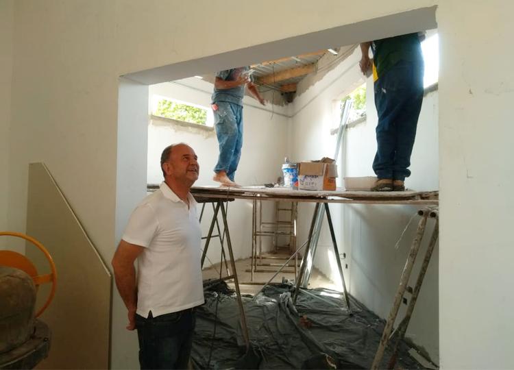 Prefeito José Fernandes acompanha obras no Cemitério Municipal — Foto: Divulgação/Prefeitura Municipal de Assis