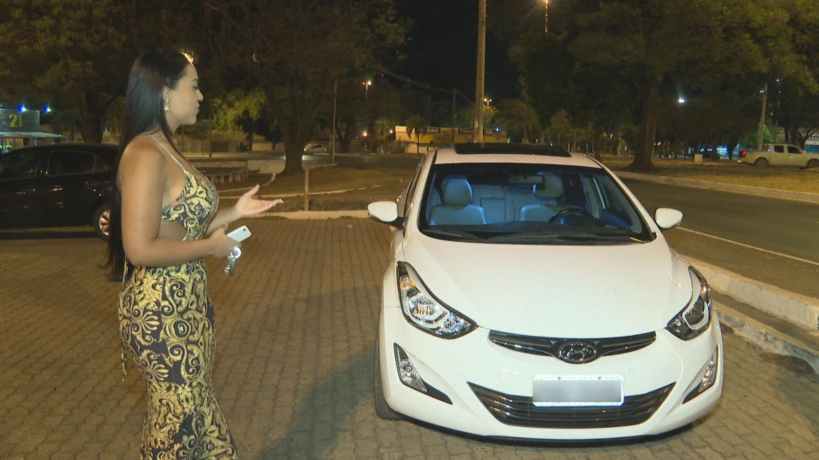 Carro da servidora pública Lana Albuquerque foi 'flagrada' a 710 km/h — Foto: TV Globo/Reprodução