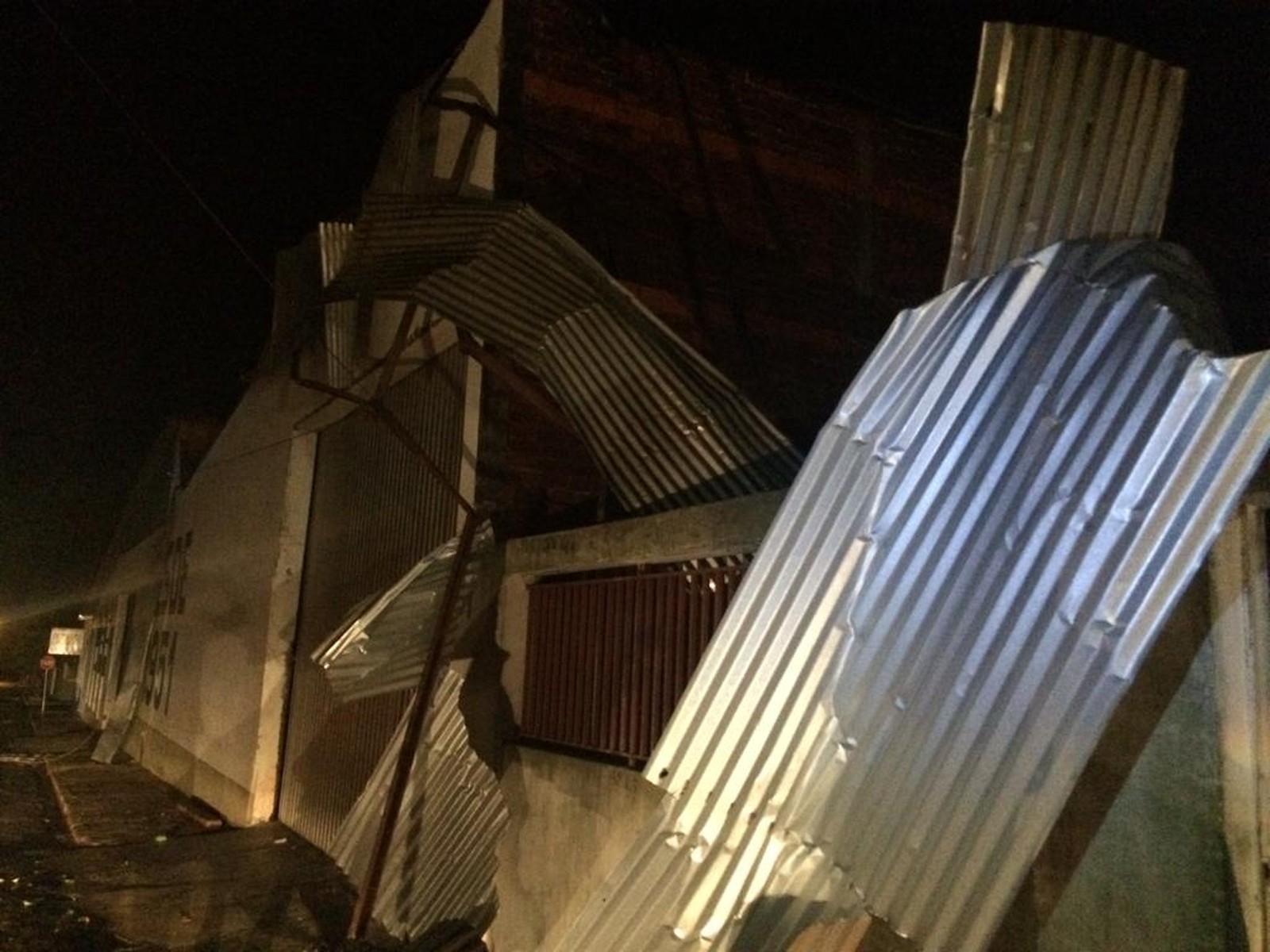 Chuva com vento forte deixa casas destelhadas em Paraguaçu Paulista — Foto: Defesa Civil/Divulgação