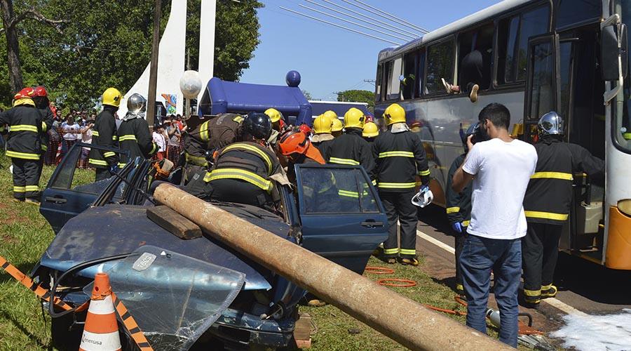 Simulado de grave acidente mobiliza equipes em avenida de Assis (Foto: Manoel Moreno)