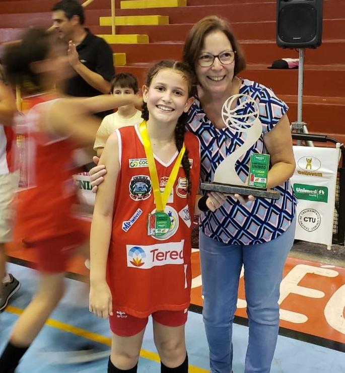 Meninas da Associação Palmitalense de Basquete são campeãs no sub-11 da LBC — Foto: Reprodução/Jornal da Comarca