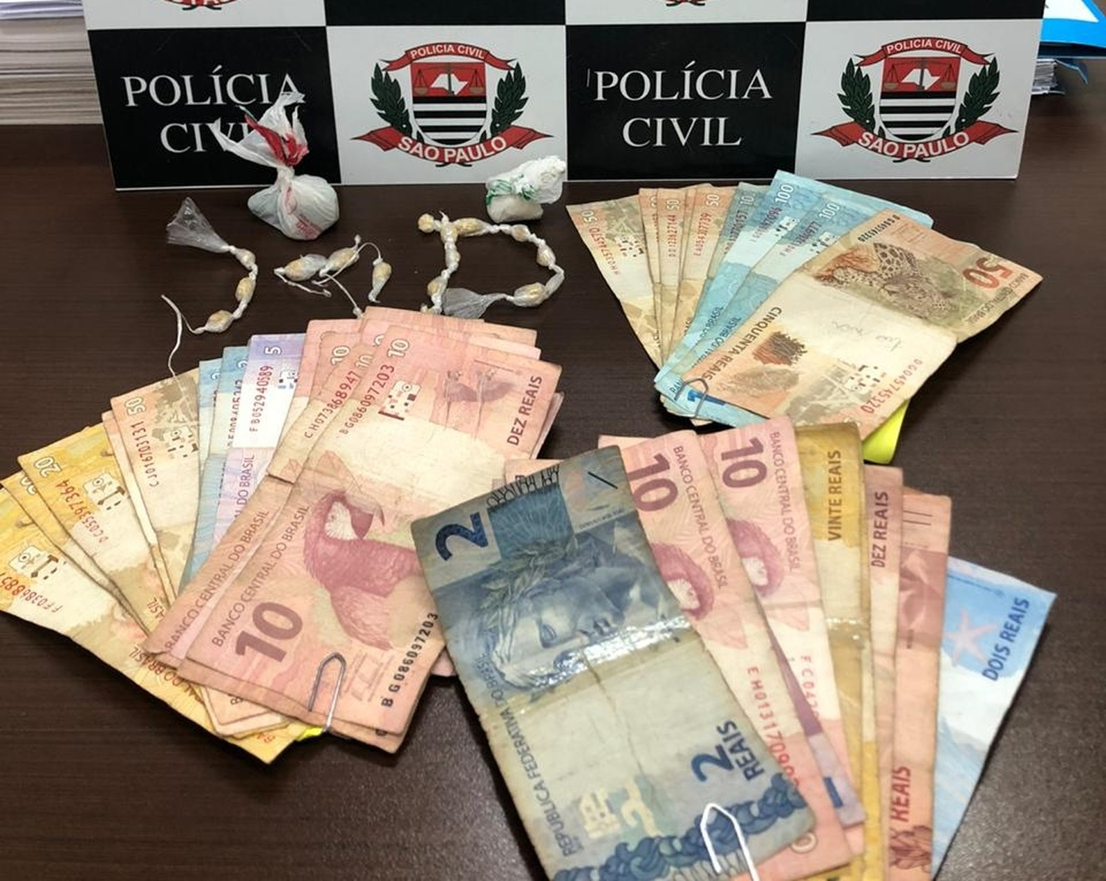 Casal é preso com drogas escondidas na geladeira de casa em Tupã — Foto: Polícia Civil/Divulgação