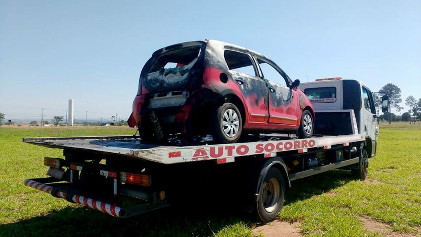 Carro estava em um pasto nas proximidade do recinto de exposições da Examar — Foto: Marília Notícia/ Divulgação