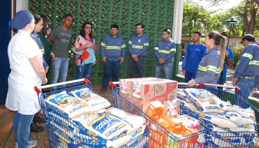Funcionários da Tereos doam meia tonelada de alimentos à Santa Casa de Palmital — Foto: Divulgação