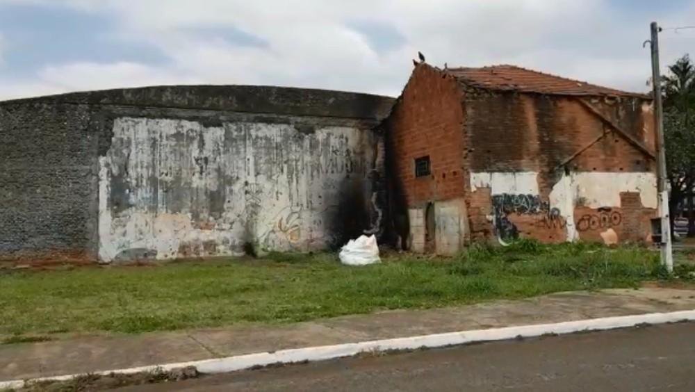 Galpão guardava arquivos antigos da Secretaria de Saúde de Marília — Foto: Alcyr Netto/TV TEM