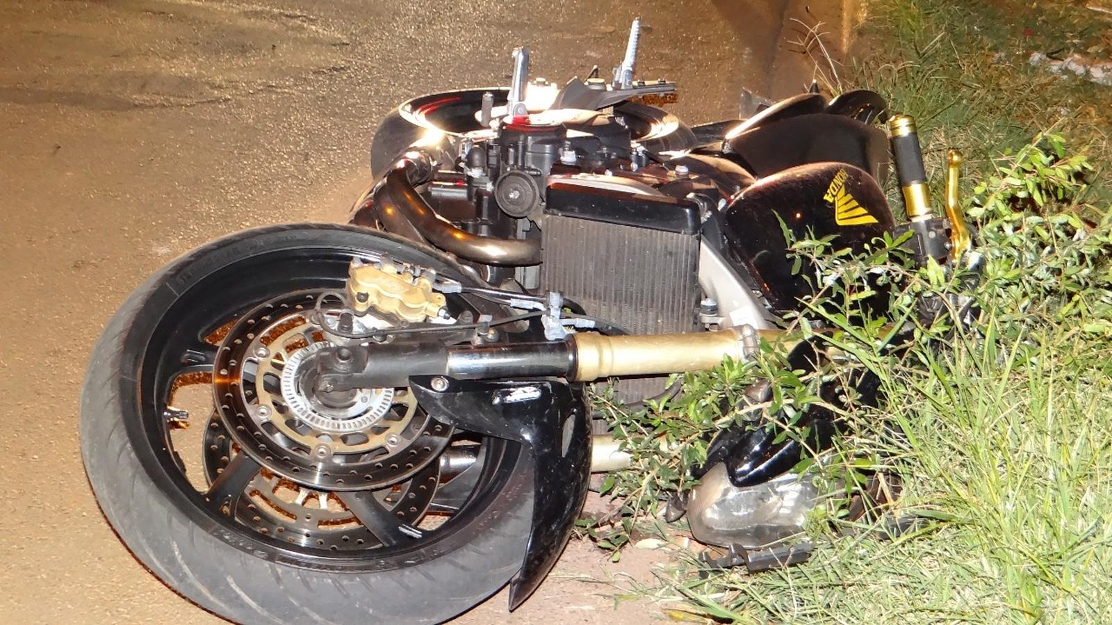 Casal estava em uma moto de 600 cilindradas quando sofreu o acidente em Bocaina — Foto: Antônio Carlos Bispo do Carmo/Divulgação