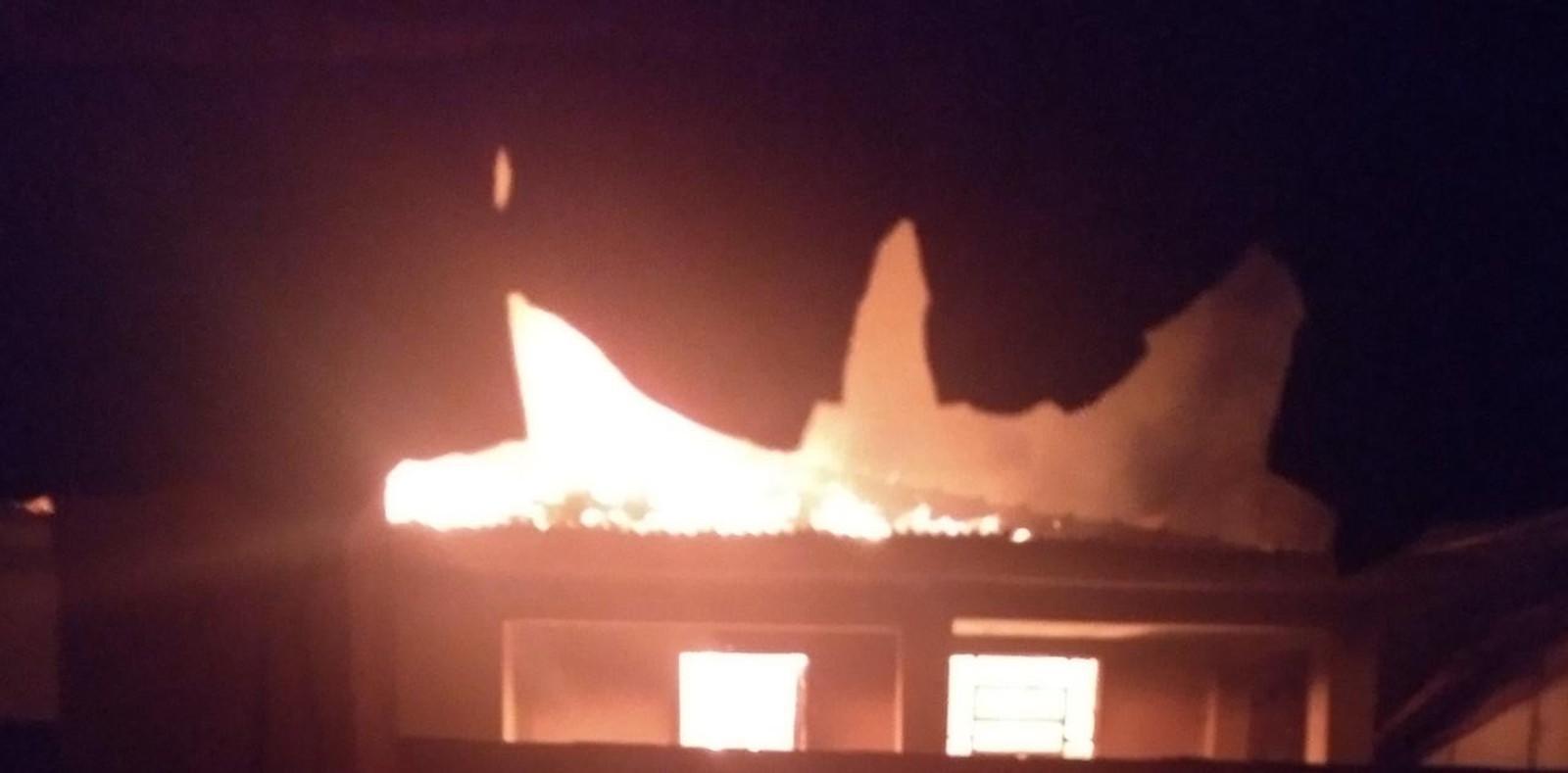 Mulher é suspeita de incendiar casa do namorado após discussão em Borborema — Foto: Arquivo pessoal