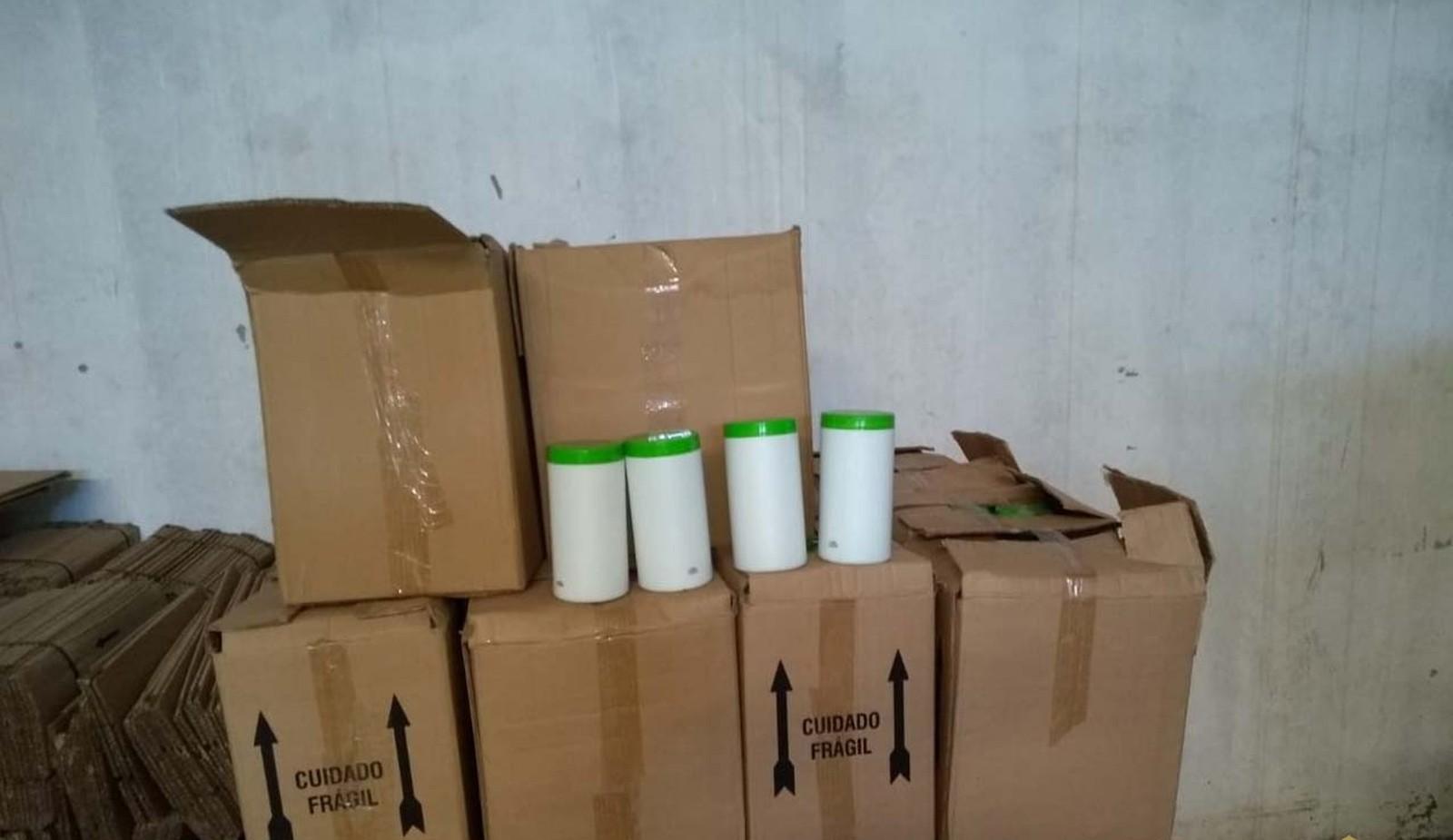 Barracão funciona como fábrica irregular de produtos cosméticos em Assis — Foto: Polícia Civil / Divulgação