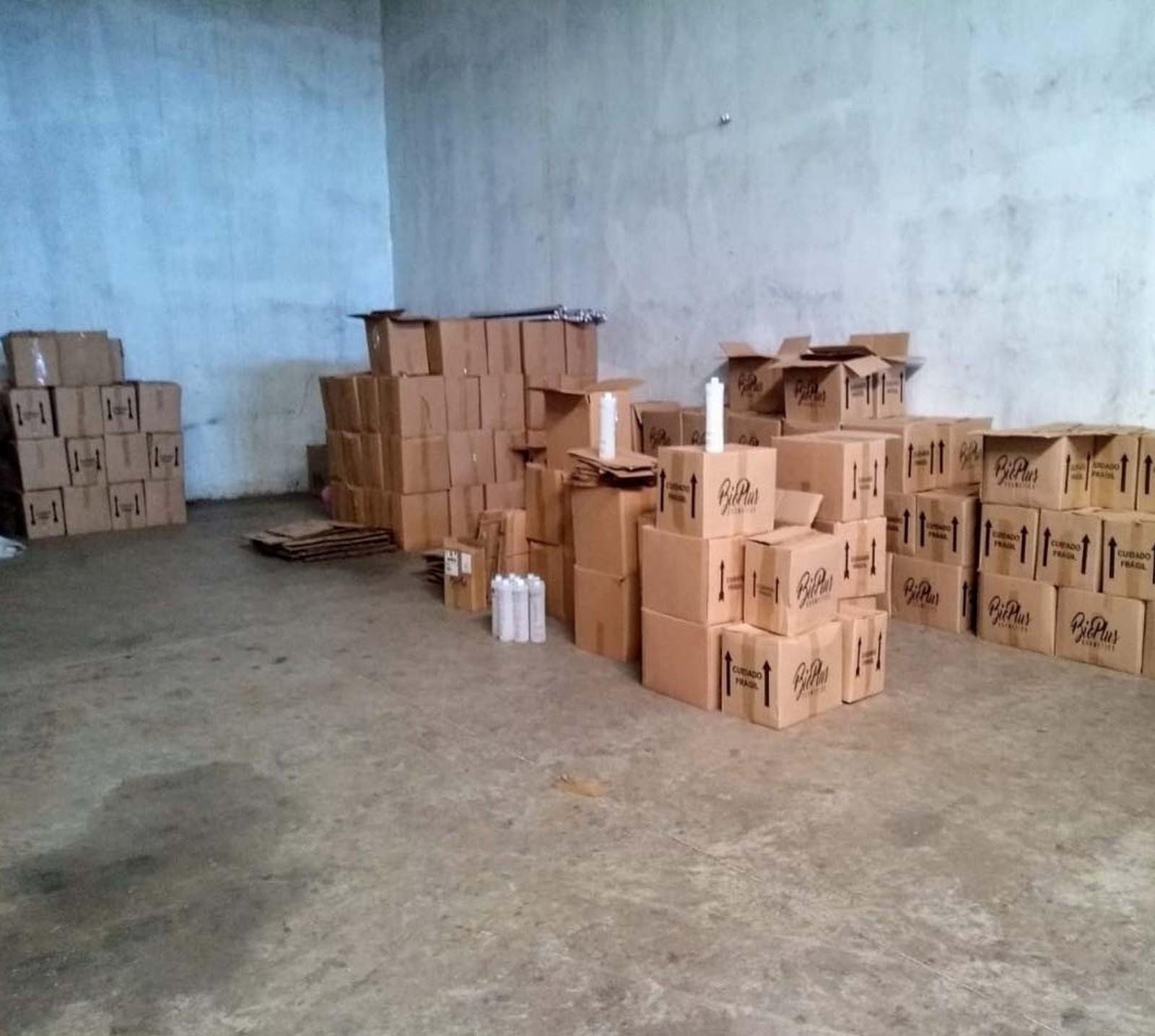 97 caixas foram apreendidas durante a fiscalização em Assis — Foto: Polícia Civil / Divulgação