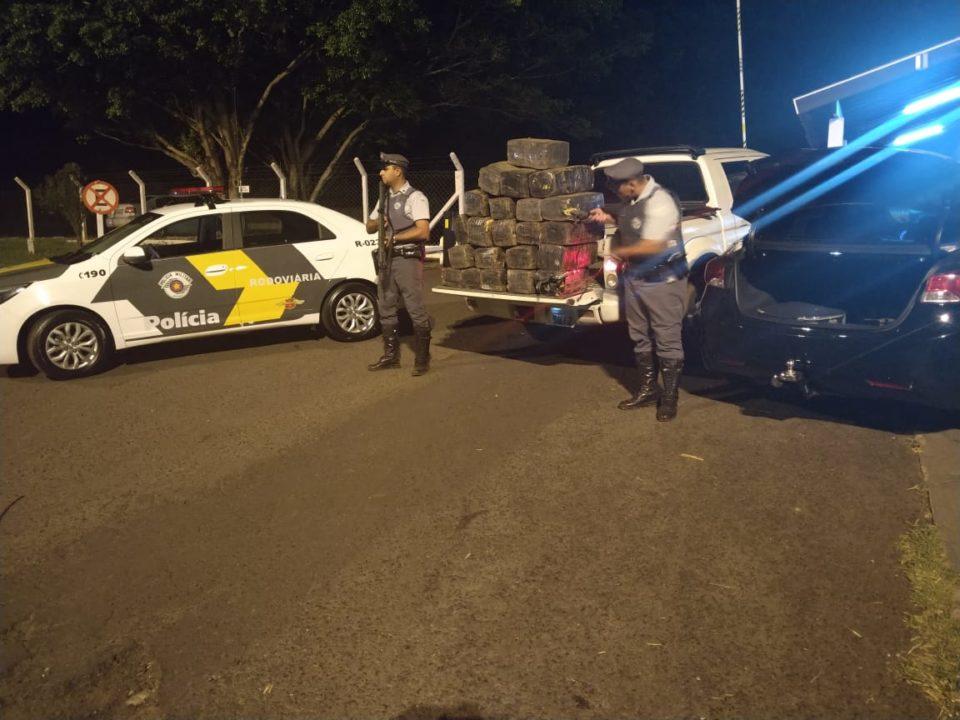 Polícia flagra caminhonete recheada de maconha na SP-333 — Foto: Polícia Rodoviária Federal/Divulgação