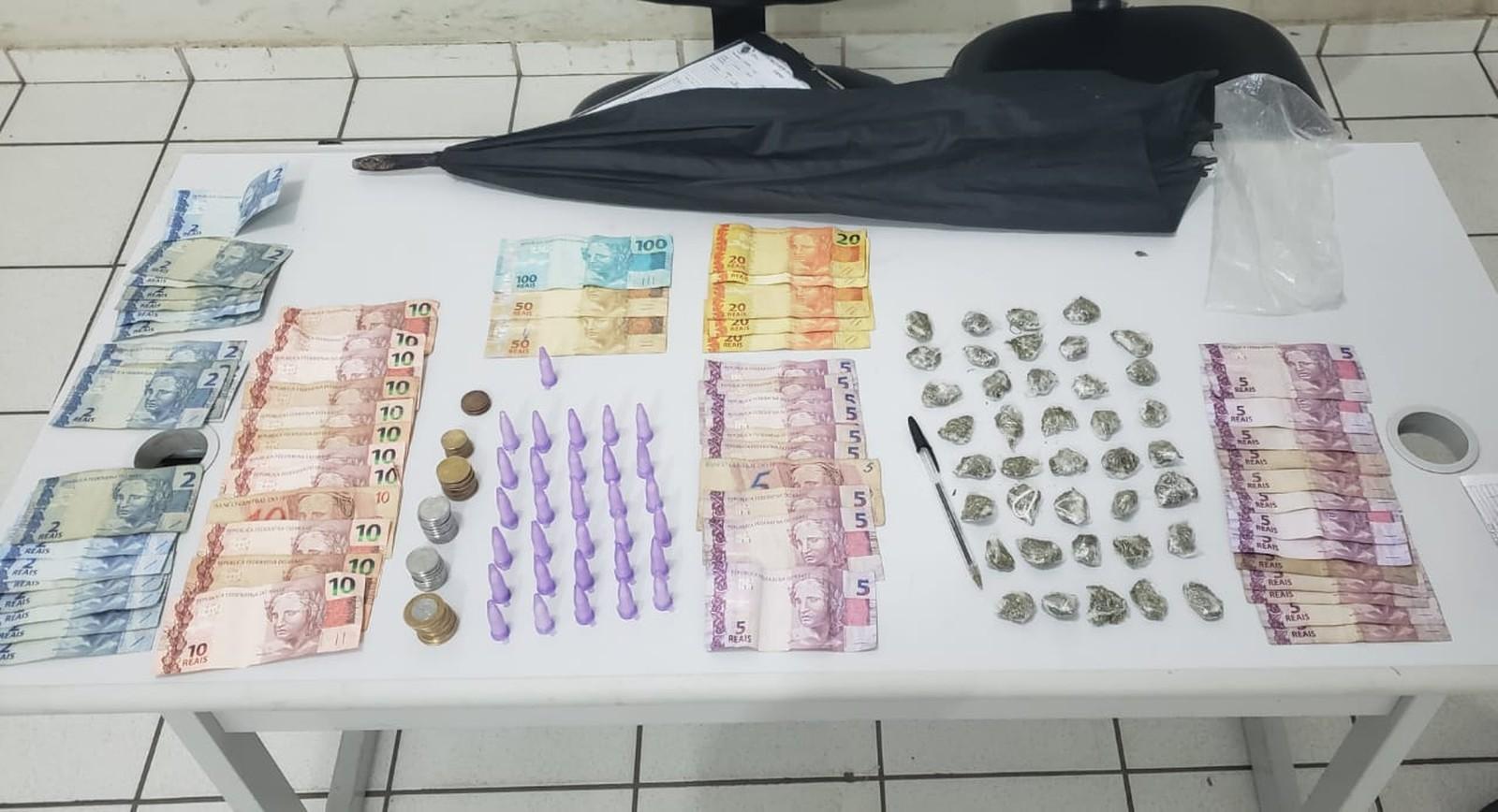 Homem é preso com maconha e cocaína dentro de guarda-chuva em Marília — Foto: Polícia Militar/Divulgação