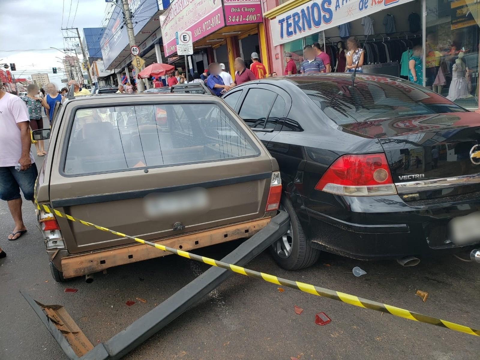 Acidente envolvendo quatro veículos deixa feridos na Avenida Tamoios em Tupã — Foto: Arquivo pessoal/João Trentini