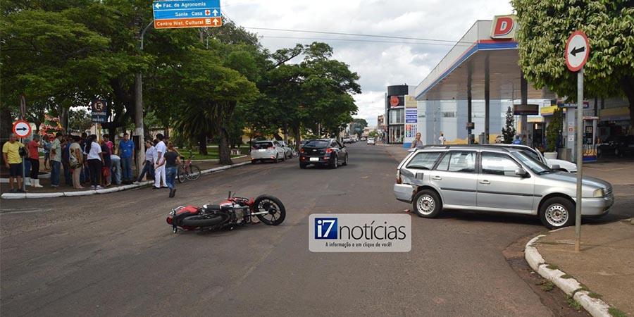 O acidente aconteceu no cruzamento da Avenida Siqueira Campos com a Rua Bandeirantes (Foto: Manoel Moreno)