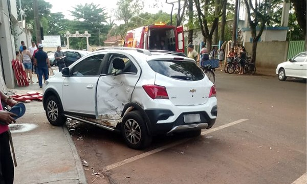Acidente em frente ao CRB — Foto: Reprodução/O Diário do Vale