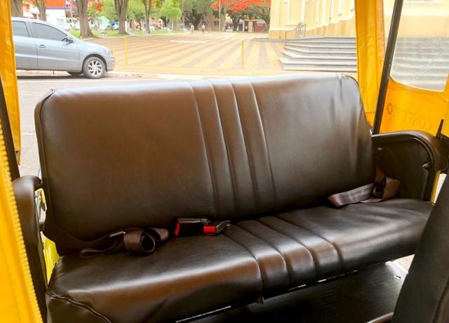 Veículo é equipado com banco e cintos de segurança para dois passageiros — Foto: Lariene e Patrícia da Rocha Silva/Arquivo pessoal