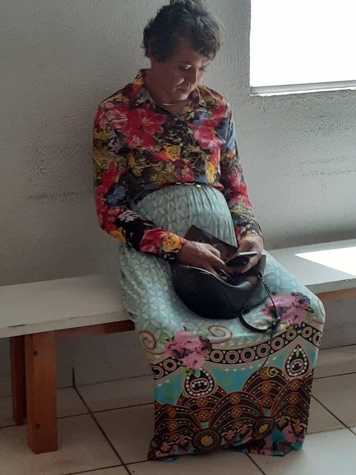 Homem vestido como a mãe (Foto: Divulgação/PM)
