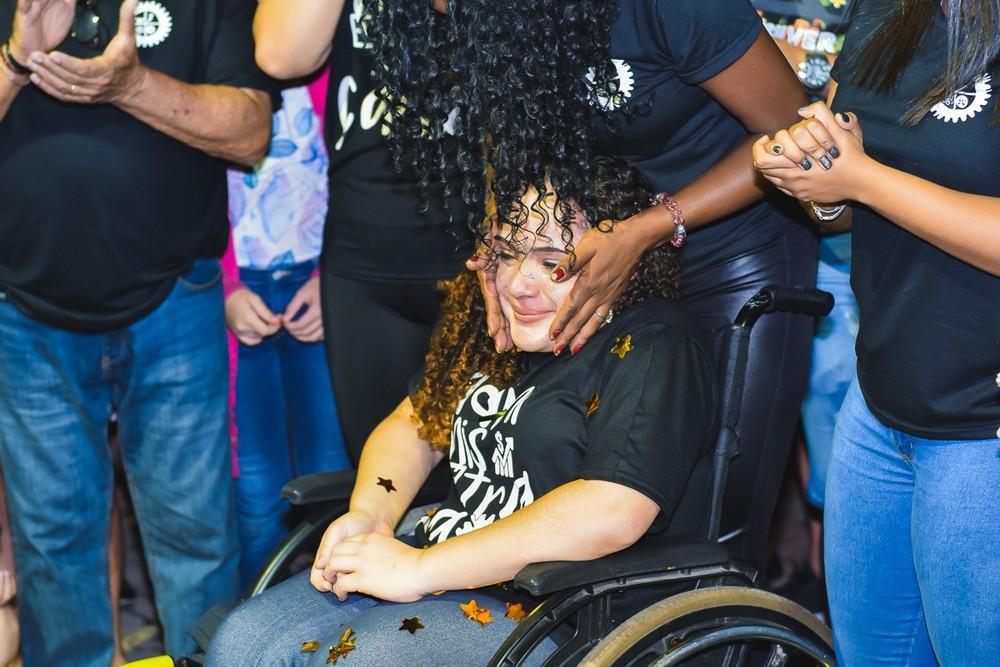"""""""É maravilhosa, bem confortável"""", diz adolescente sobre a nova cadeira motorizada — Foto: Morato Fotografia/Divulgação"""