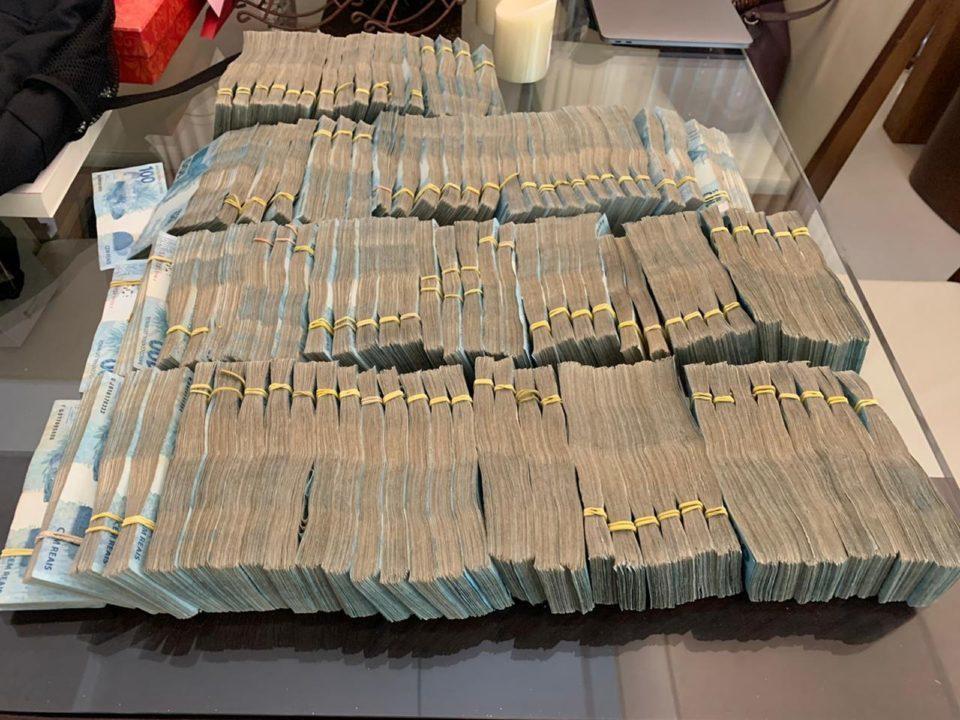 Dinheiro apreendido estava na casa de presidente da Cohab (Foto: Divulgação)
