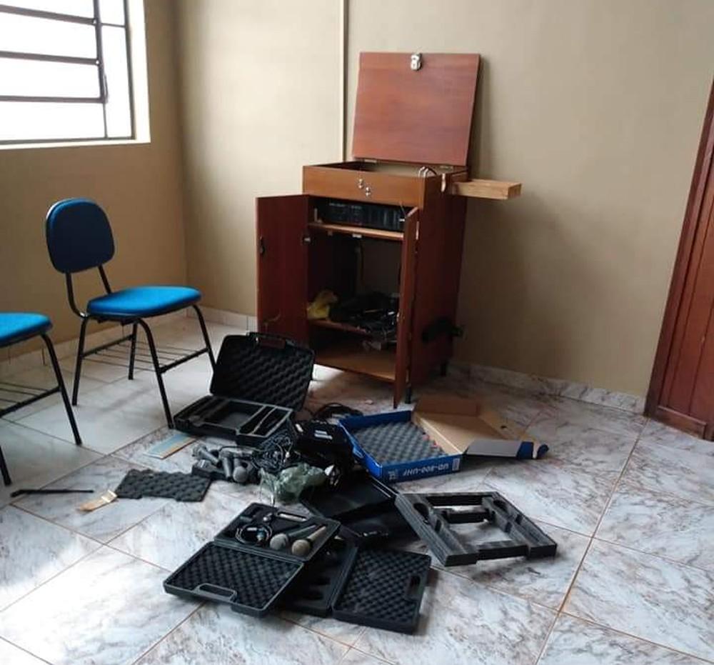 Suspeitos invadem e furtam igreja em Cândido Mota — Foto: Reprodução/Redes Sociais