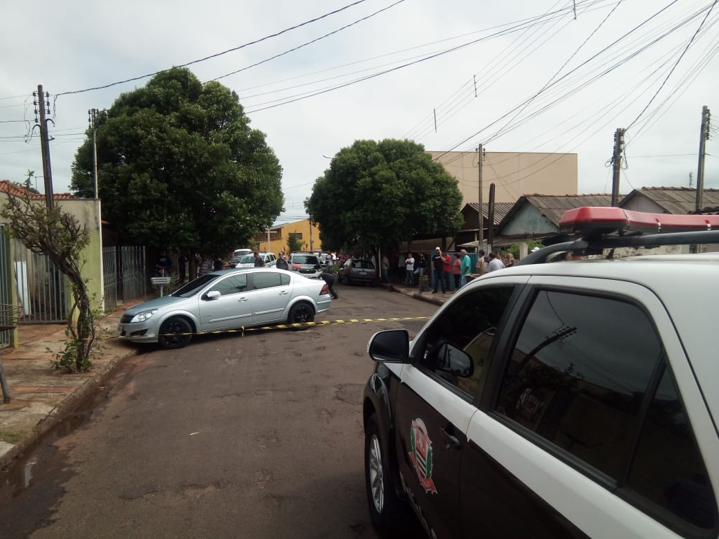 Homem é assassinado a tiros e facada na Vila Glória, em Assis — Foto: Assis Notícias