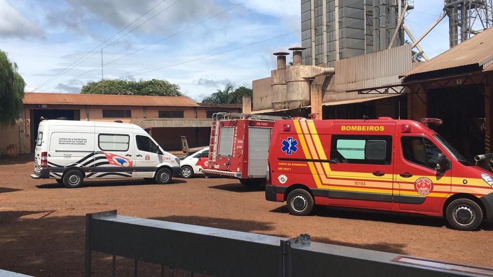 Segundo os bombeiros, um outro funcionário estava na cobertura, mas não foi atingido — Foto: Corpo de Bombeiros/Divulgação