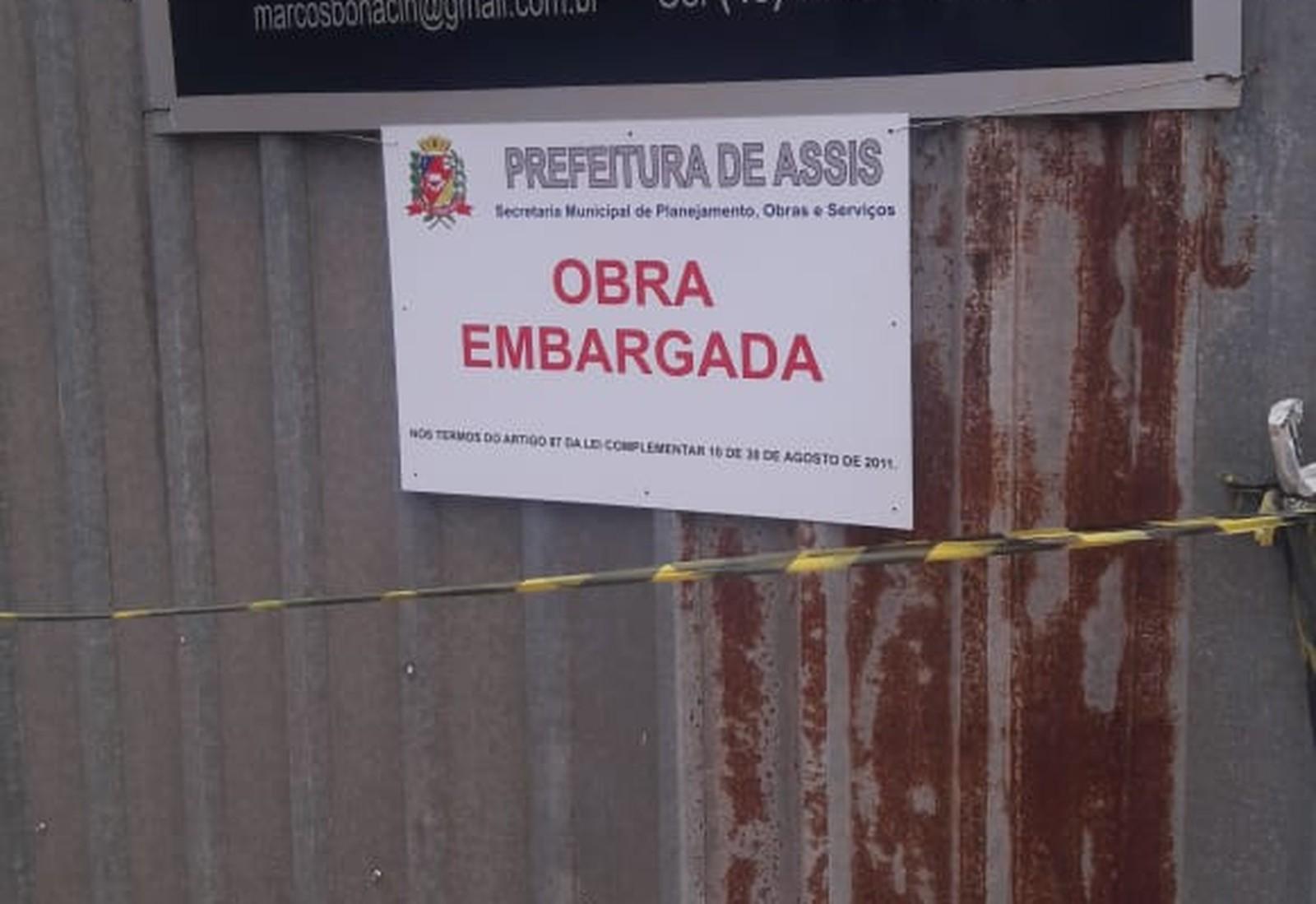 Obra onde buraco se abriu em Assis foi embargada pela prefeitura — Foto: Divulgação/Grupo The Brothers