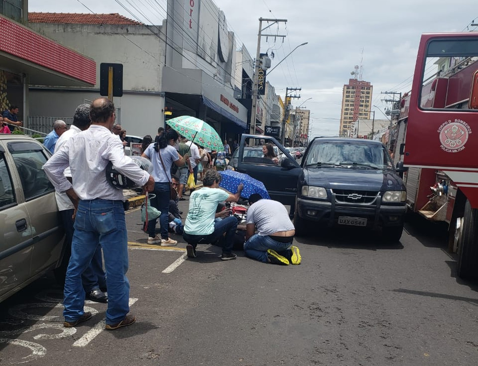 Acidente de trânsito deixa uma pessoa ferida em avenida de Tupã — Foto: Arquivo Pessoal/João Trentini