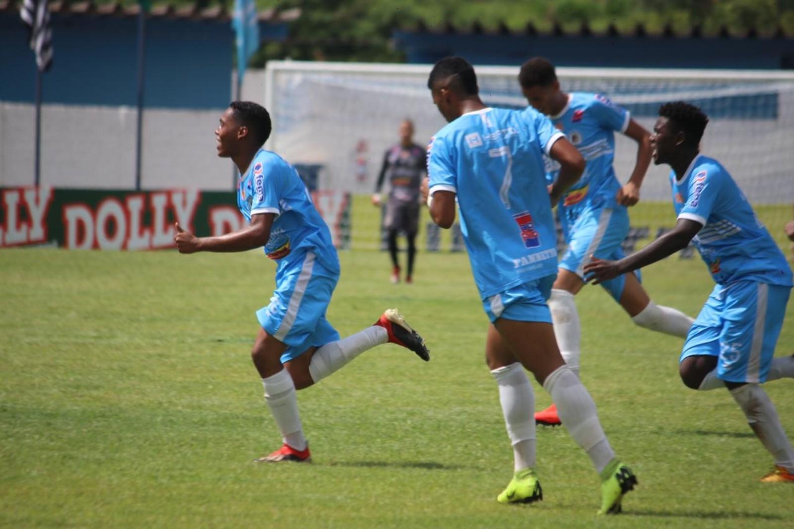 Jogadores do Assisense comemoram gol contra o Dimensão Saúde pela Copinha — Foto: Edy Júnior Silva/Assisense