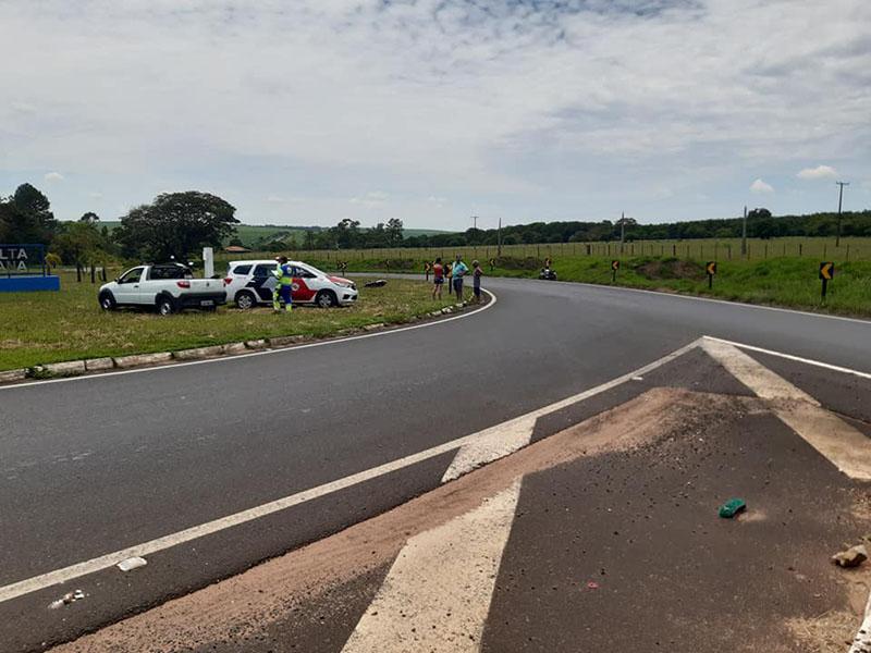 Motociclista de João Ramalho sofre acidente no trevo de Quatá