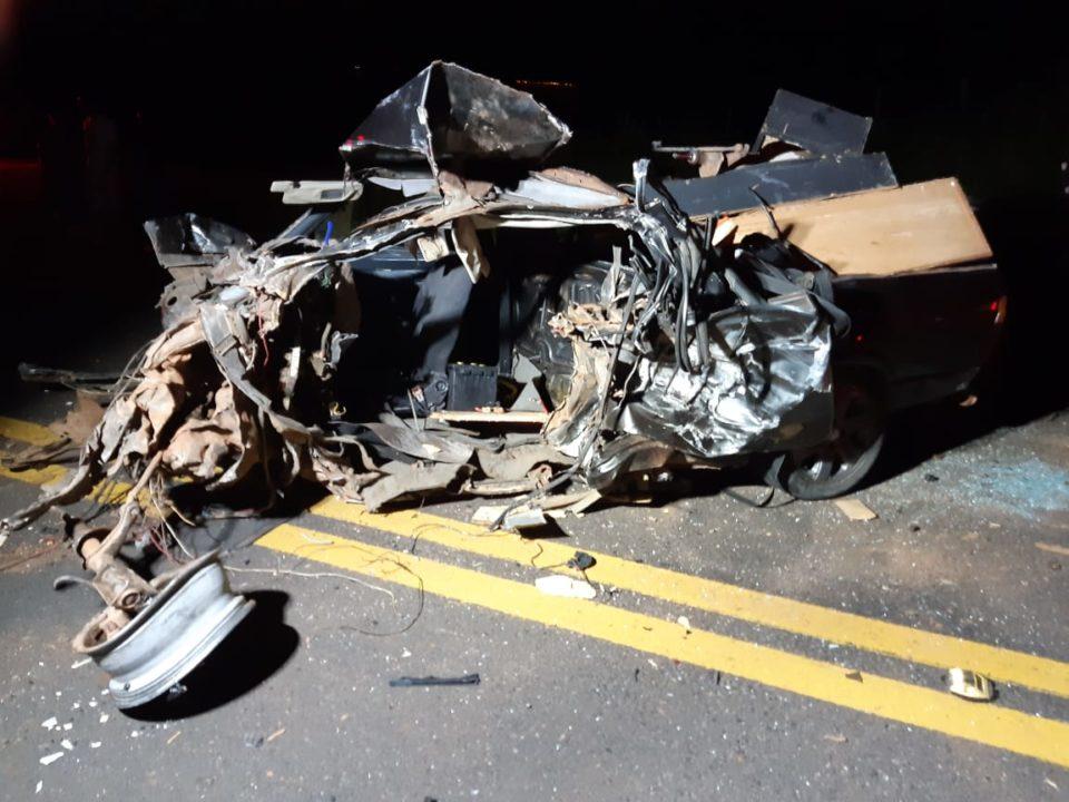 Carro destruído após acidente (Foto: NC Pompeia/Divulgação)
