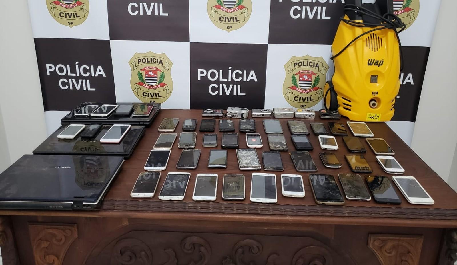 Mais de 60 aparelhos eletrônicos são apreendidos na casa de suspeito em Marília — Foto: Divulgação/Polícia Civil