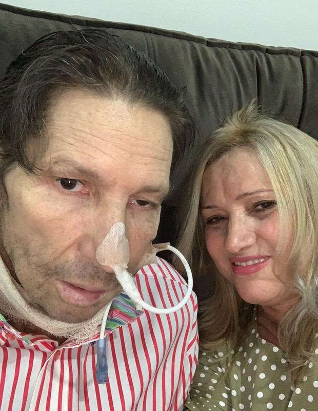Asa Branca tem sido cuidado em casa por sua mulher, Sandra, desde alta de hospital do Câncer (Foto: Arquivo pessoal)