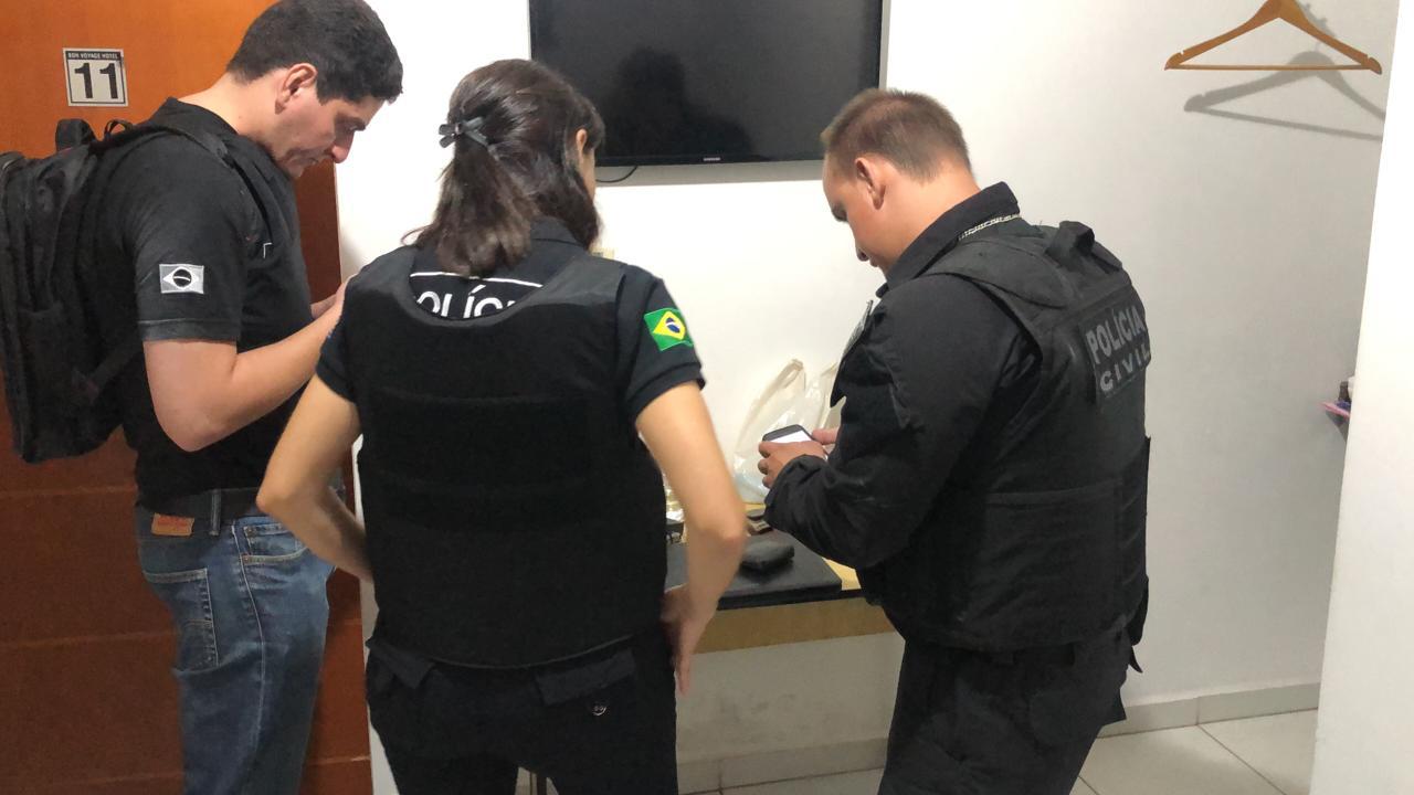 Nos celulares do acusado foi encontrado fotos e vídeos com cenas pornográficas e de sexo explícito envolvendo crianças e adolescentes — Foto: Divulgação/Polícia Civil