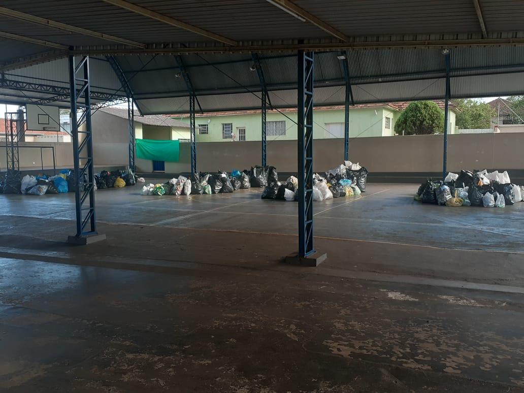 Materiais recolhidos pelos alunos e acondicionados para serem entregues no Dia D — Foto: Divulgação/Prefeitura Municipal de Assis