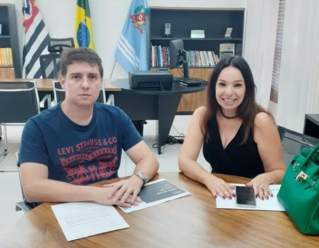Vereador Alexandre recebe diretora da VIVO e cobra melhorias — Foto: Câmara Municipal de Assis