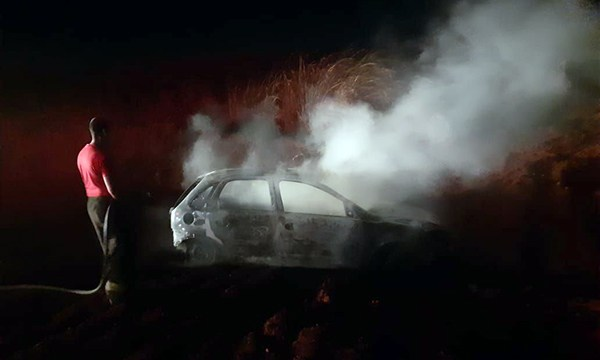 Veículo furtado em Palmital é incendiado em estrada — Foto: O Diário do Vale