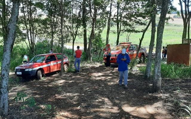 Homem de 55 anos estava em um barco com dois amigos quando sofreu o acidente em Palmital — Foto: Adolfo Lima/TV TEM