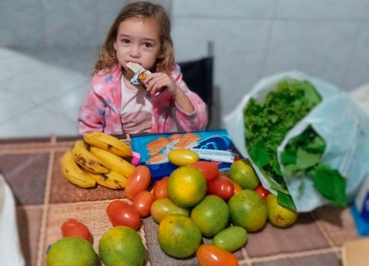 Prefeitura já distribuiu cerca de 900 kits de alimentos a alunos da Rede Municipal — Foto: Divulgação/Prefeitura Municipal de Ass