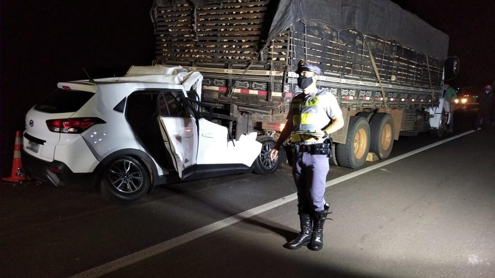 Batida entre carro e caminhão deixou uma vítima fatal na SP-425, em Indiana — Foto: Polícia Rodoviária