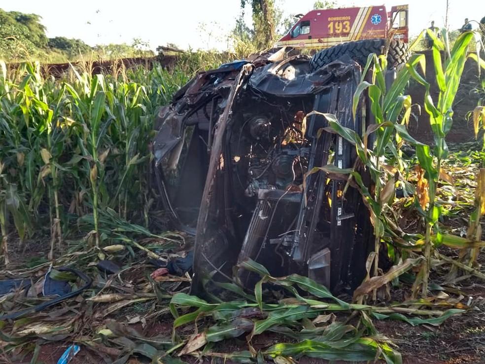 Veículo foi parar em ribanceira no meio de plantação de milho em Cândido Mota — Foto: The Brothers/Divulgação
