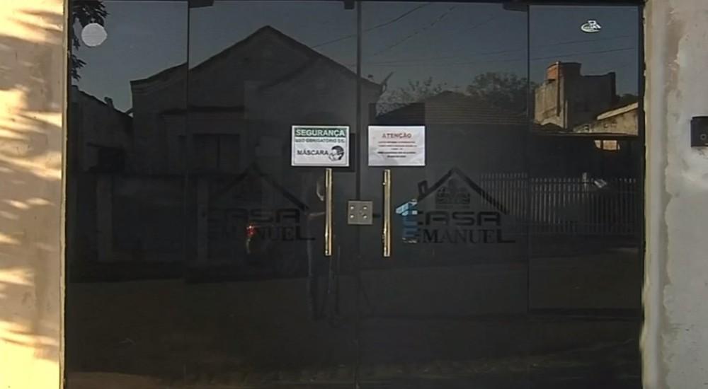 O asilo Casa Emanuel foi interditado após detecção de surto de coronavírus, com 24 testes positivos entre idosos e funcionários — Foto: TV TEM/Reprodução