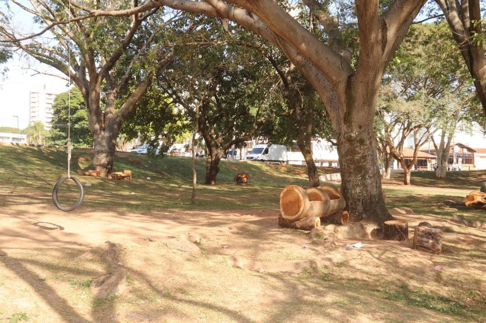 Bancos foram colocados no Parque Vitória Régia em Bauru — Foto: Prefeitura de Bauru/Divulgação