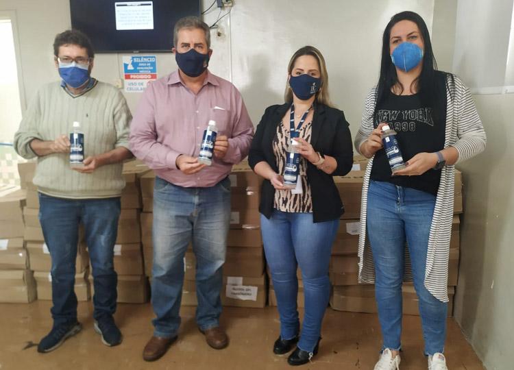Empresa de cosméticos doa 3 mil unidades de álcool em gel para Saúde de Assis — Foto: Prefeitura de Assis / Divulgação