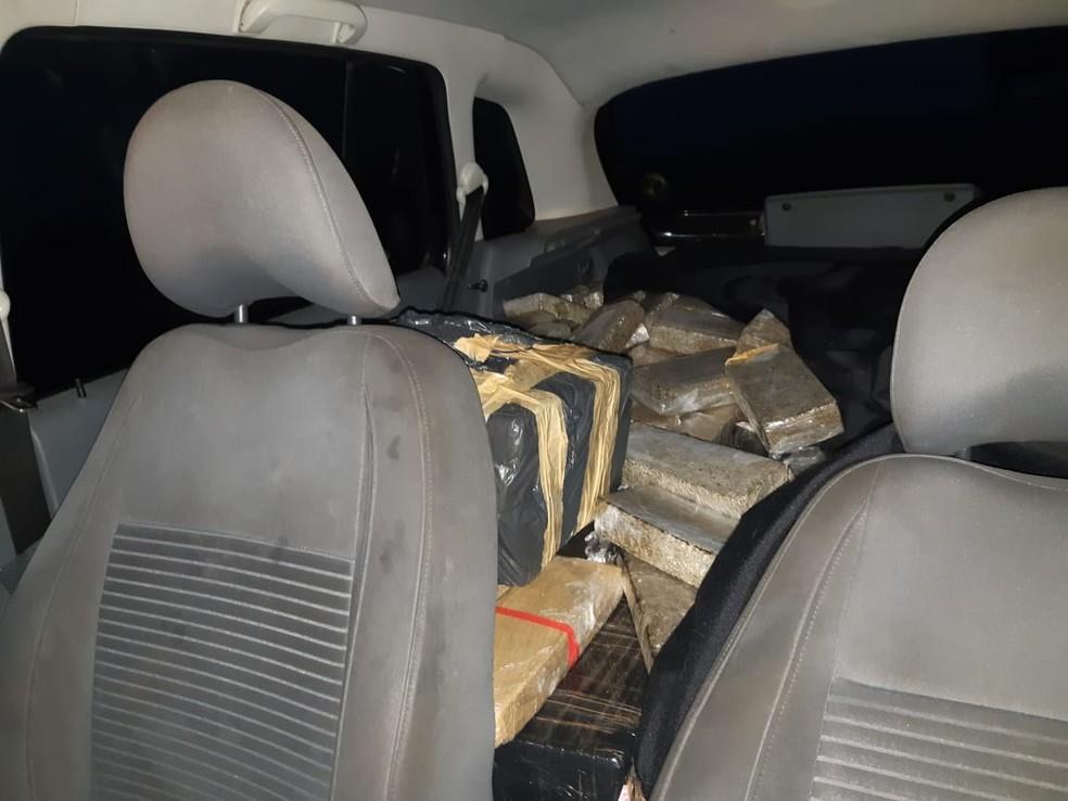 Polícia apreendeu grande quantidade de maconha dentro de carro em Chavantes — Foto: Polícia Rodoviária Federal/Divulgação