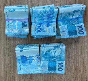 Foram recuperados R$ 44.900 após a abordagem policial — Foto: Polícia Militar