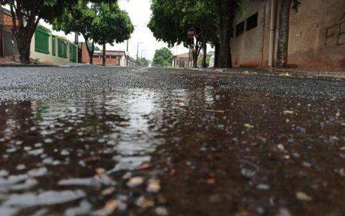 Assis amanhece sob chuva e ameniza o calor após longa estiagem — Foto: Assis Notícias